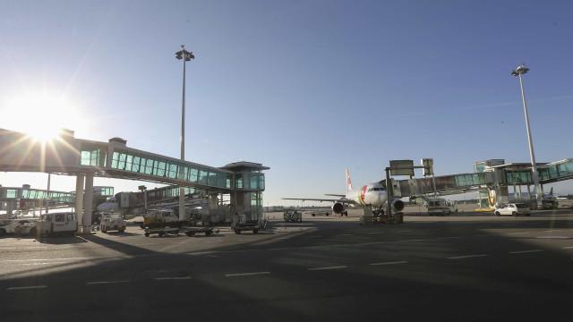 PSP detém suspeito com arma proibida no Aeroporto Francisco Sá Carneiro