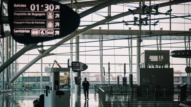 Entidades que operam no aeroporto de Lisboa vão mitigar congestionamento