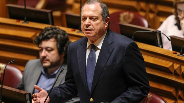 """PS lembra Sérgio Monteiro e diz que há """"fantasmas bem vivos"""" no caso CTT"""
