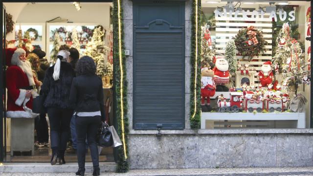 Portugueses planeiam gastar, em média, 377 euros no Natal