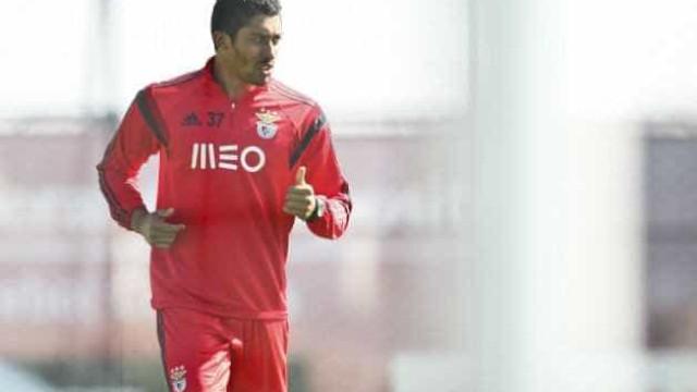 Oficial: Central do Benfica e avançado do FC Porto no Vitória de Setúbal