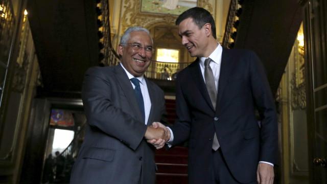 À procura de apoio à Esquerda, Pedro Sánchez dá o exemplo de Portugal