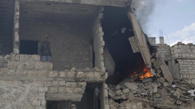Bombardeamentos matam 29 civis em Raqa, bastião do Daesh