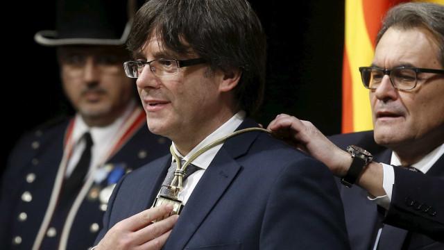 Supremo retira mandado de detenção europeu sobre Puigdemont