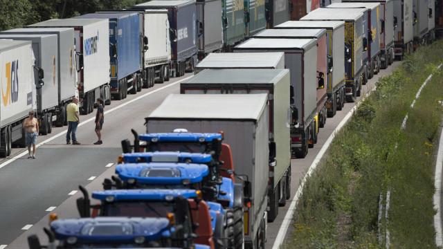 Português alcoolizado conduzia camião aos ziguezagues em Espanha