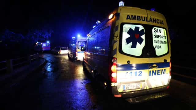 Atropelamento seguido de despiste faz um morto e três feridos