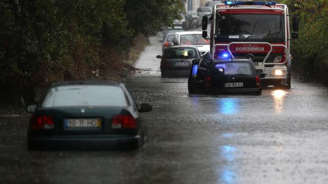 Chuva provocou inundações em habitações e na via pública no Grande Porto