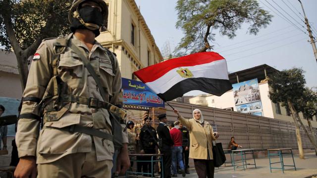 Egipto confirma pena de morte para 12 islamitas e perpétua para 140