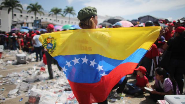 Venezuela: Pais emigraram e deixaram os filhos na rua