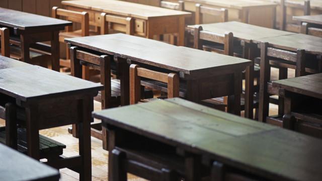 Um debate no Parlamento, contra e a favor dos rankings das escolas