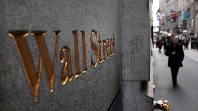 Bolsa de Nova Iorque recua depois de novos recordes