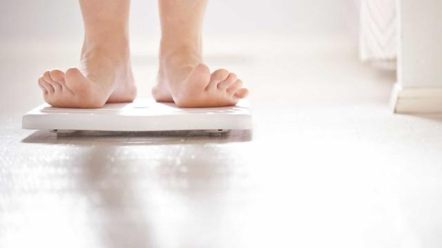 Não é preciso chegar à obesidade. Basta engordar 5 kg para a saúde sofrer