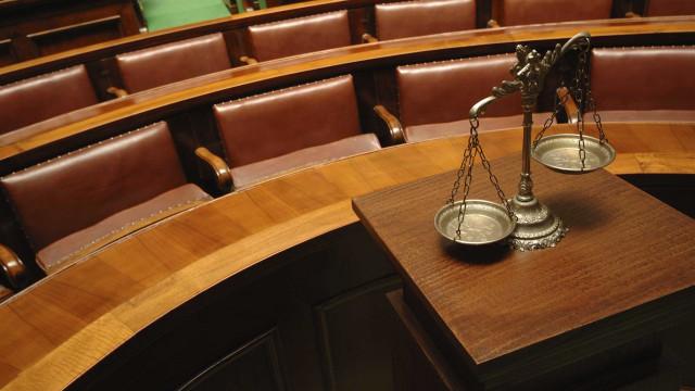 Testa-de-ferro em fraude fiscal milionária explica-se em tribunal