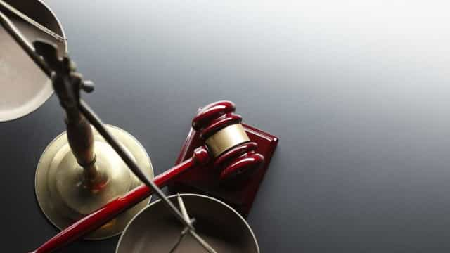 Dez anos de prisão para suspeito de corrupção de cartas de condução