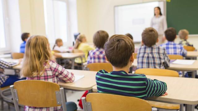 Diretores preocupados com alunos que ficavam com avós e terão de mudar