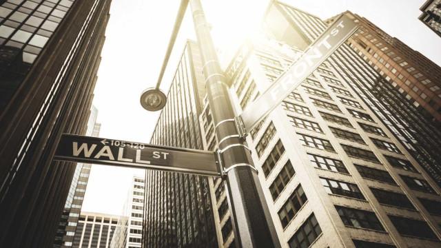 Pânico em Wall Street leva índices a afundar com fortes perdas
