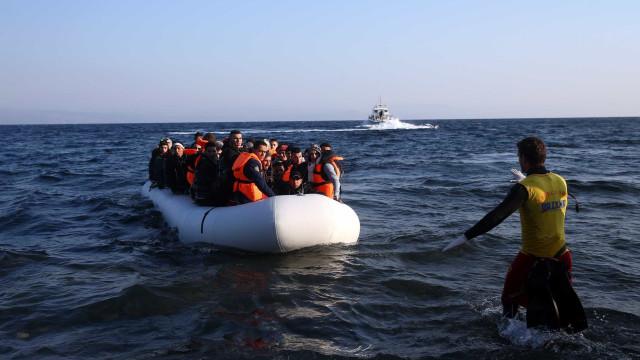 Guarda Costeira grega resgatou barco com 120 refugiados