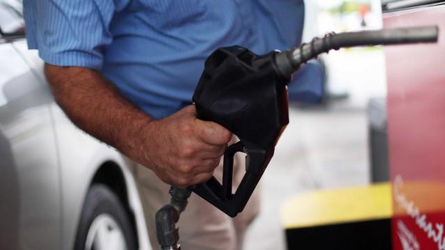 Combustíveis ficam mais baratos hoje. Onde custa menos abastecer?