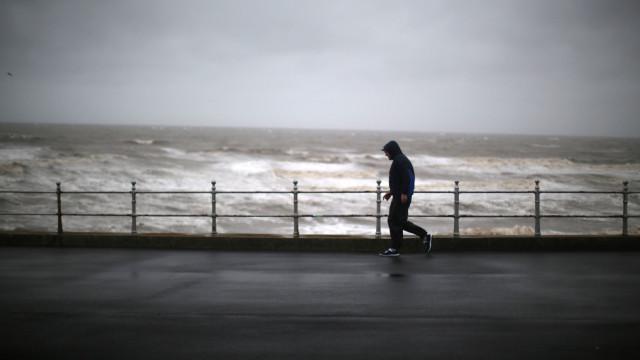 Agitação marítima obriga a fechar sete barras do continente