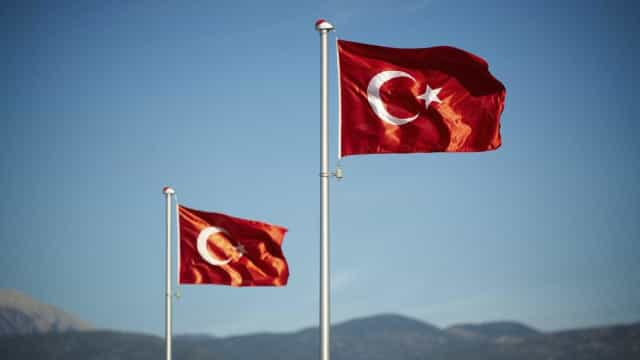 Turquia emite 324 mandados contra suspeitos de ligação a Fethullah