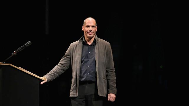 No 25 de Abril, Varoufakis junta-se ao LIVRE na Avenida da Liberdade