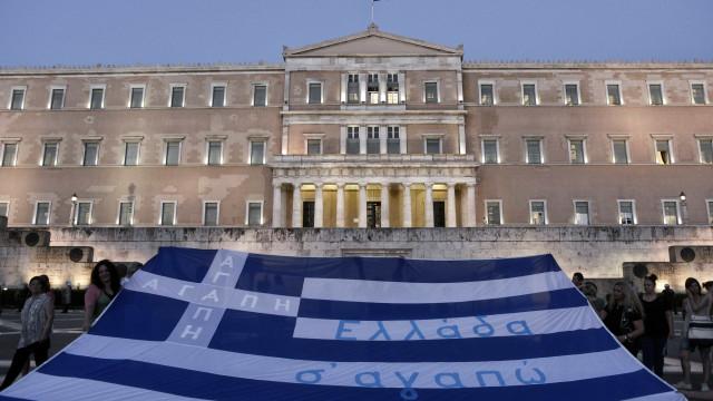 """Grécia: Vem aí alívio do controlo de capitais a """"muito curto prazo"""""""