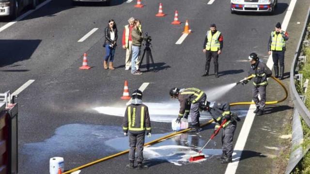 Três feridos ligeiros após colisão de dois carros na Radial de Benfica