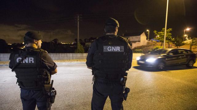 Mais de meia centena de pessoas detidas durante a noite pela GNR