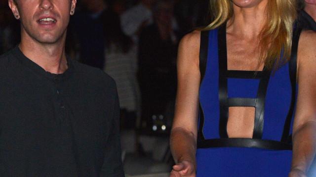 """Gwyneth Paltrow fala com o ex-marido, Chris Martin, """"todos os dias"""""""
