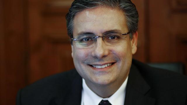 """Carlos Abreu Amorim acusa ministra da Saúde de """"radicalismo desmiolado"""""""