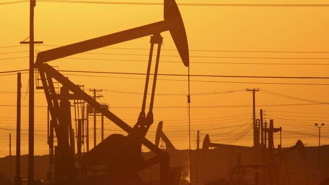 Petróleo 'lambe feridas' nos mercados internacionais