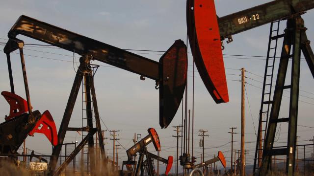 Reservas de petróleo dos EUA baixam mais do que o esperado
