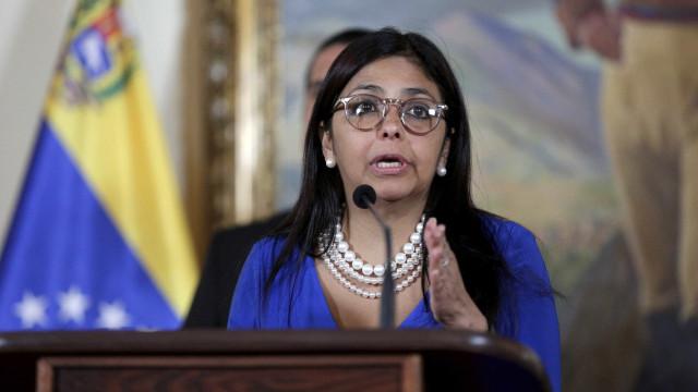 Venezuela inicia contestado registo para acesso a gasolina para viaturas