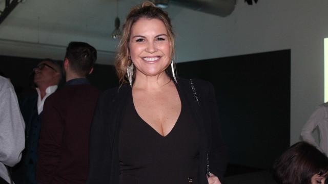 """Katia Aveiro apaixonada: """"É o amor que dá motivos para tudo acontecer"""""""