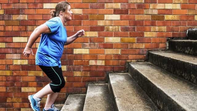 Porque é que subir escadas nos deixa sem fôlego (mesmo estando em forma)?