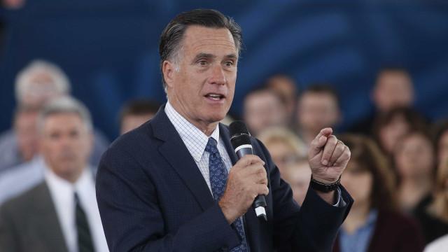 """Senador Mitt Romney diz que Trump """"não vestiu o fato"""" de presidente"""