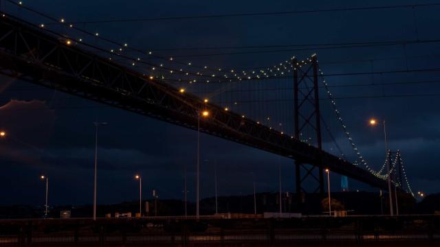 Acidente na Ponte 25 de Abril. Trânsito está caótico