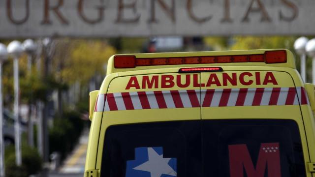 Menino de 11 anos morre a brincar após acidente com porta de vidro