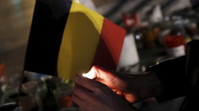 Homem faz-se explodir em campo de futebol na Bélgica