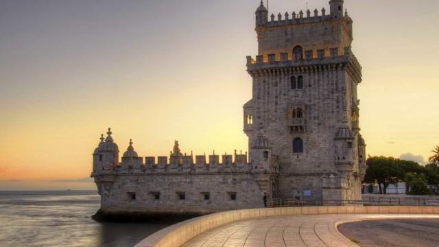 Torre de Belém e Mosteiro da Batalha iluminados pela inclusão