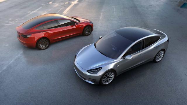 O que mudou no Model 3 da Tesla? Compare com estas imagens