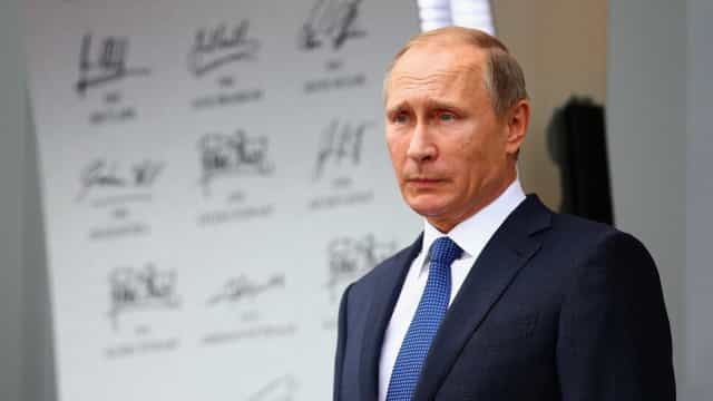 "Síria: Putin adverte Macron contra qualquer ""ato irrefletido e perigoso"""