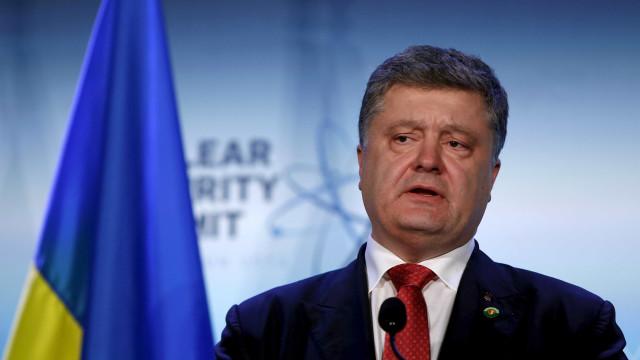 Poroshenko alerta para concentração de forças russas na fronteira