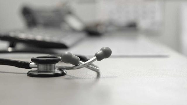 Atraso em concursos leva médicos a escreverem a Costa e Marcelo