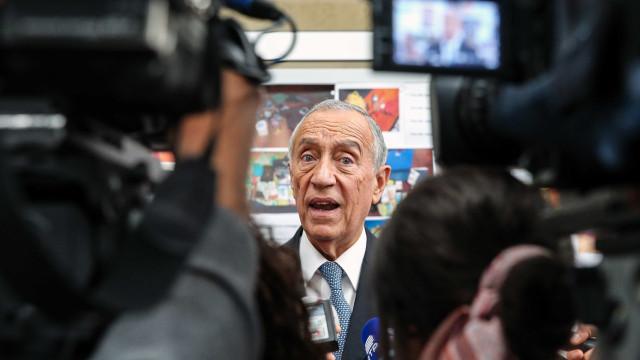 """Marcelo não comenta palavras de Cavaco, por uma questão """"respeito""""."""