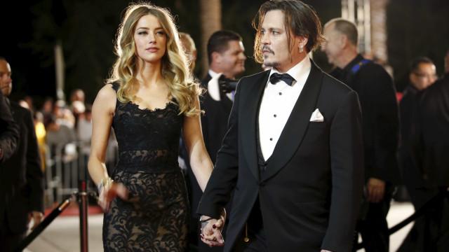 Amber Heard acusada de defecar na cama que partilhava com Johnny Depp