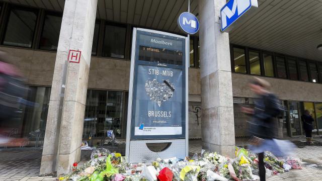 Estação de metro de Maelbeek reabre um mês após ataque