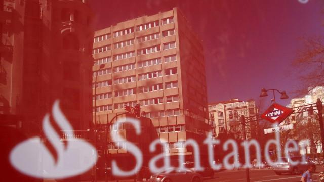 Santander suprime 1100 postos de trabalho com compra do Popular