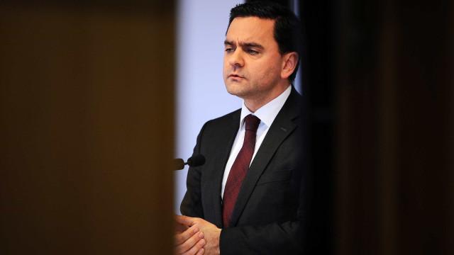 "Ministro apela a ""consenso político alargado"" nos investimentos públicos"