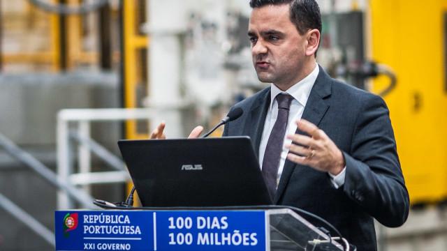 """Governo garante que privatização da CP é """"fantasia"""""""